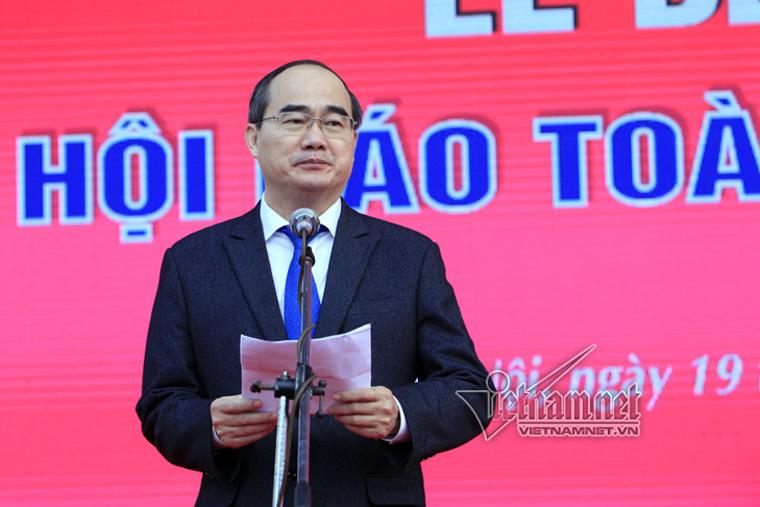 Chủ tịch Ủy ban Trung ương mặt trận Tổ quốc Việt Nam Nguyễn Thiện Nhân phát biểu tại Lễ bế mạc Hội Báo toàn quốc 2017