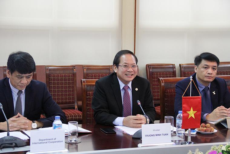 Bộ trưởng Bộ TT&TT Việt Nam Trương Minh Tuấn phát biểu tại buổi Hội đàm